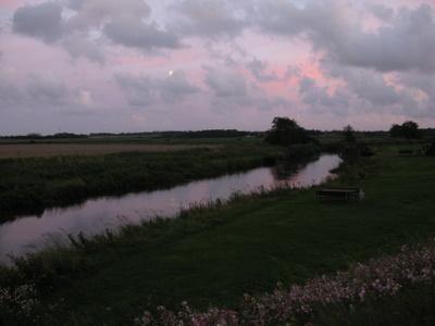 Aftenhimmel i et fremmed lavendel-fe-land