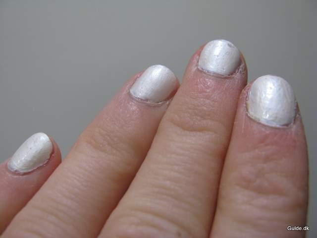 Se mine negle, de er hvide som sneen
