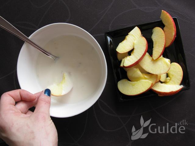 Sundere snacks: Æblechips m. yogurt dip