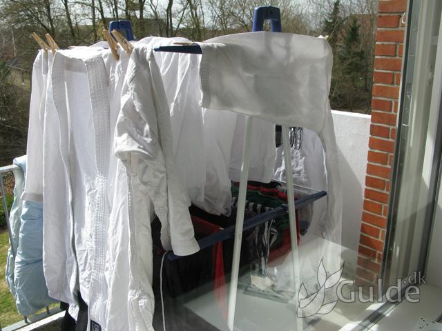 At tørre tøj på en altan