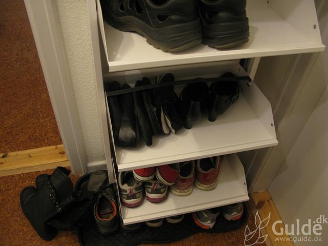 Rigtige mænd... har halvt så mange sko som sin kæreste...