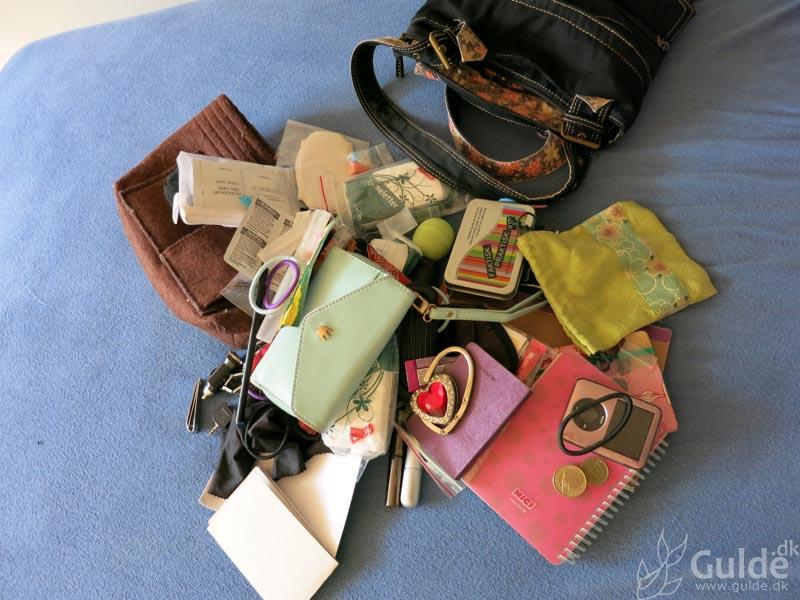 Dengang Guldes håndtaske kastede op...