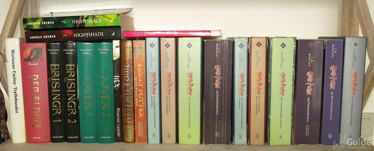 Mine bøger, hylde 1 i stuen