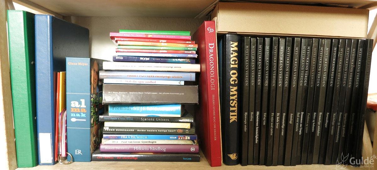 Mine bøger, hylde 4 (bunden) i stuen