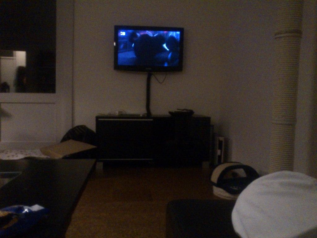 mig og Emil, ser film sammen i stuen efter karate træning