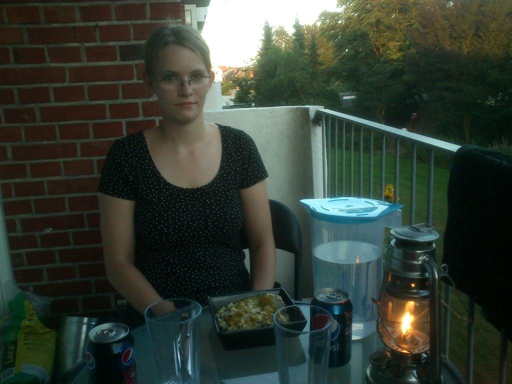 Rigtig sommer er... Aftensmad udenfor :)